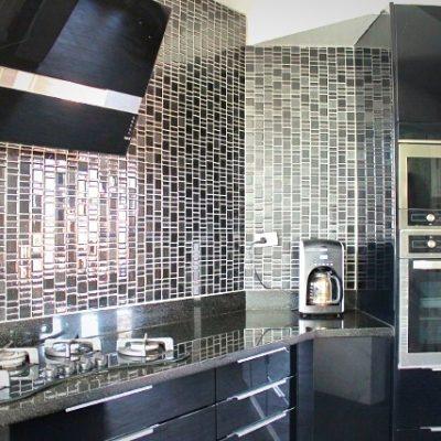 J201 Kitchen 2